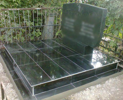 Памятник гранитный фигурный
