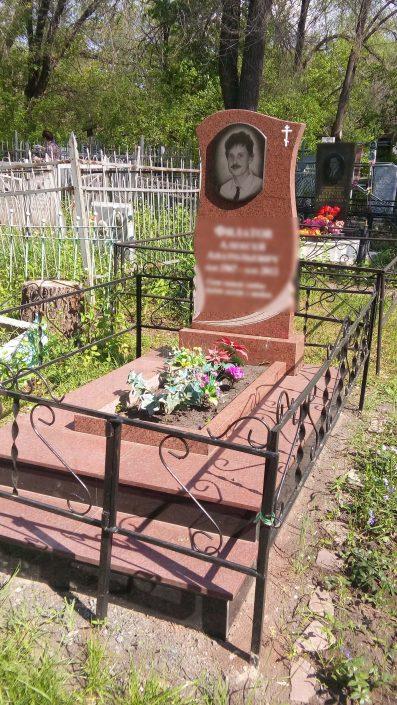 Памятник и оградка