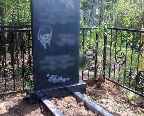Прямой памятник гранитный