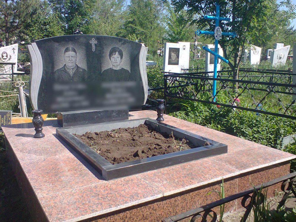 Фигурный памятник на двоих