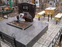 Памятник на двоих фигурный