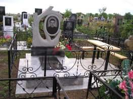 фигурный мраморный памятник без оградки