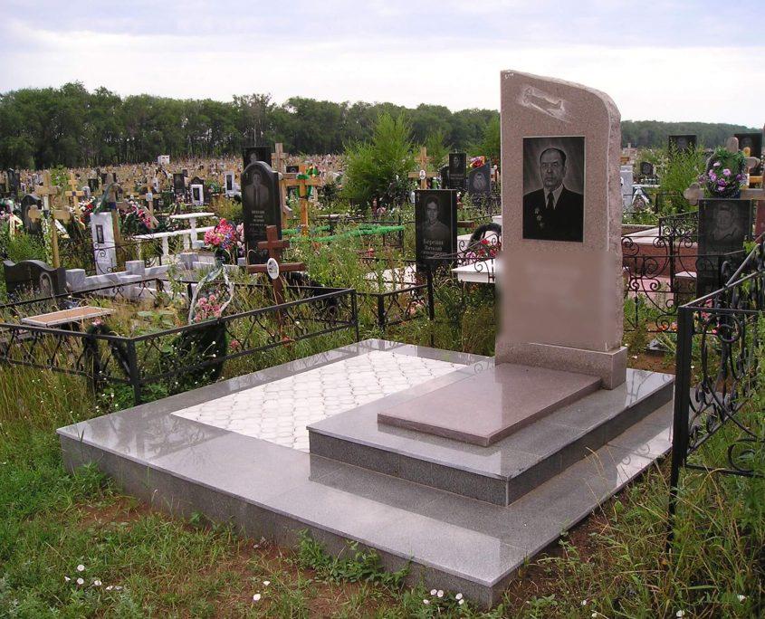 Памятник без оградки