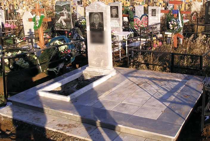 Мраморный памятник