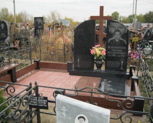 Памятник на двоих